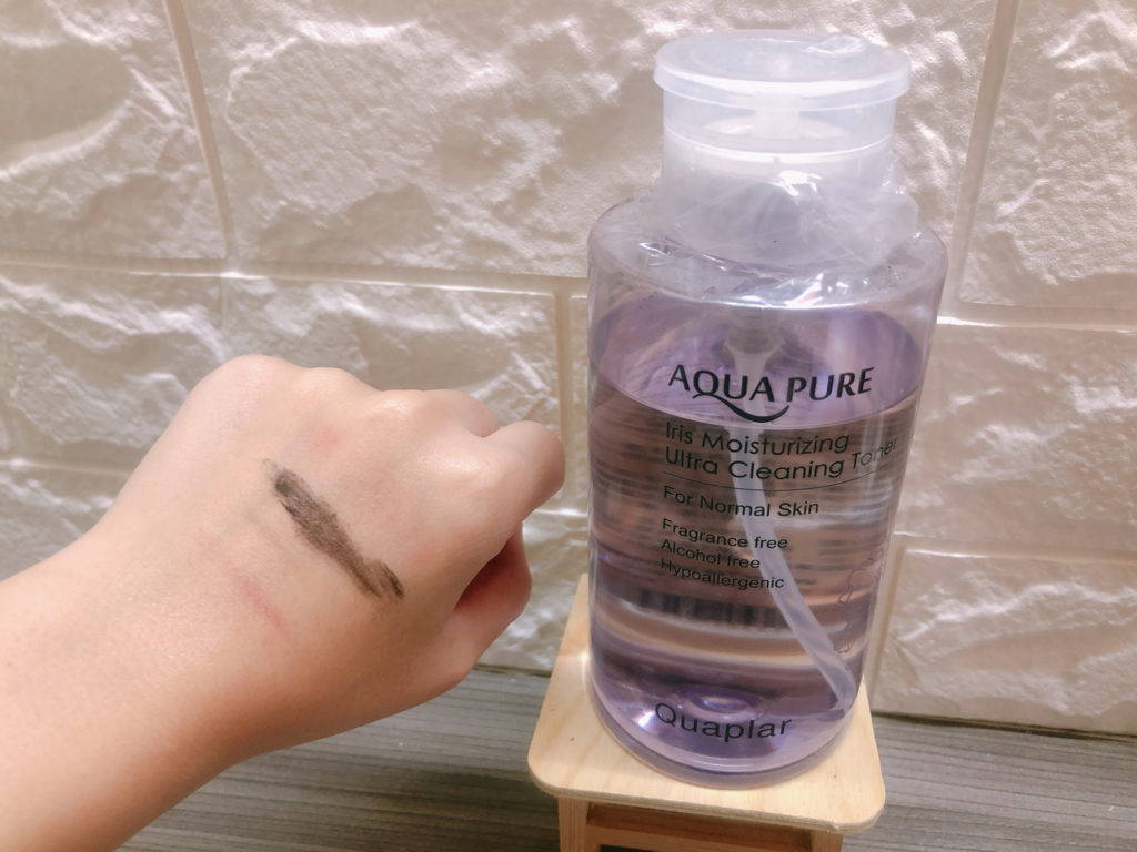 卸除了一部分彩妝(睫毛膏本身塗在手上比較難卸,畢竟睫毛膏本身是塗在有毛髮的地方)