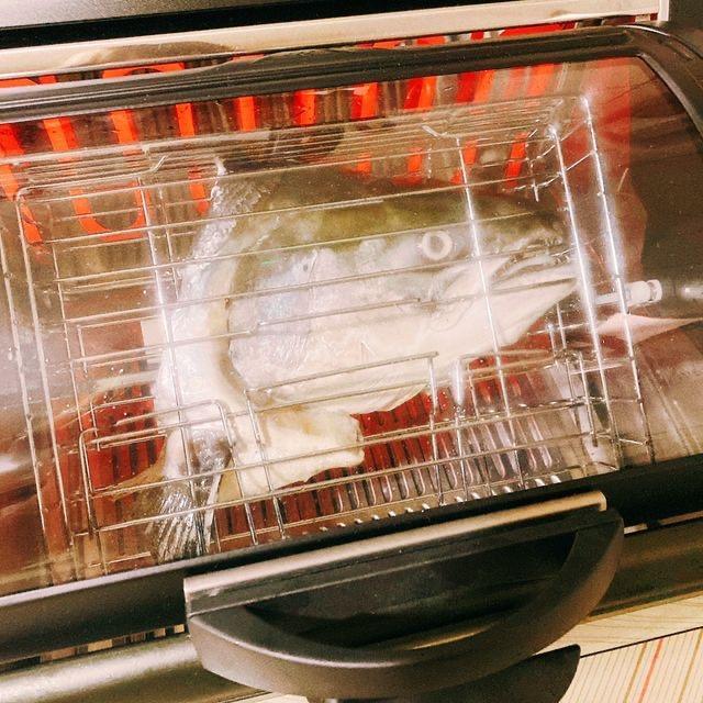 FREEROLL翻轉烤箱 料理:烤鮭魚頭